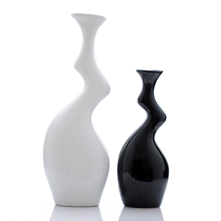 Vasi ceramica moderni bianchi e decorati arredamento moderno for Vasi arredamento moderno